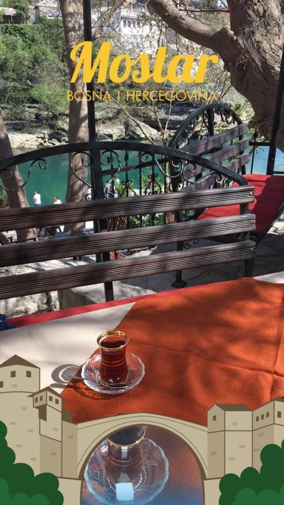 Mostar- Neretva nehri kenarında bir mola
